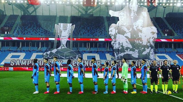 Bordo-mavililer ara verilen Süper Lig'de zirvede yer alıyor.