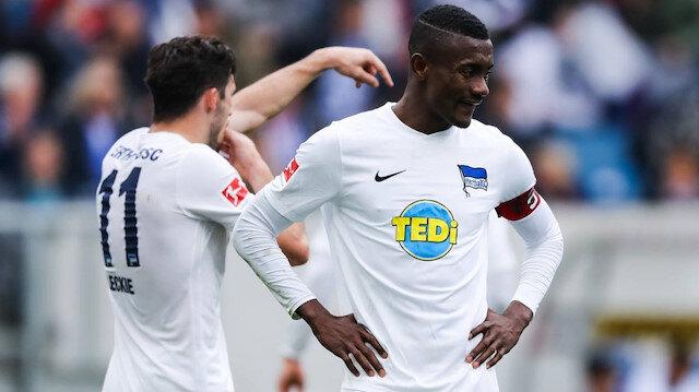 Hertha Berlin'de kaptanlık da yapan Salomon Kolou, kulübü tarafından hijyen kuralına uymadığı gerekçesiyle cezalandırıldı.