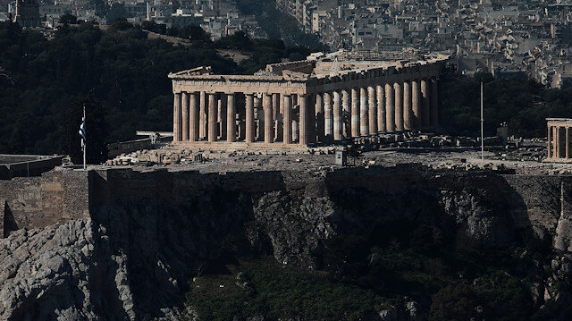 The Parthenon temple is seen atop the empty Acropolis hill archaeological site, that is closed to the public as a precaution against the spread of the coronavirus (COVID-19), in Athens, Greece, March 15, 2020. REUTERS/Costas Baltas