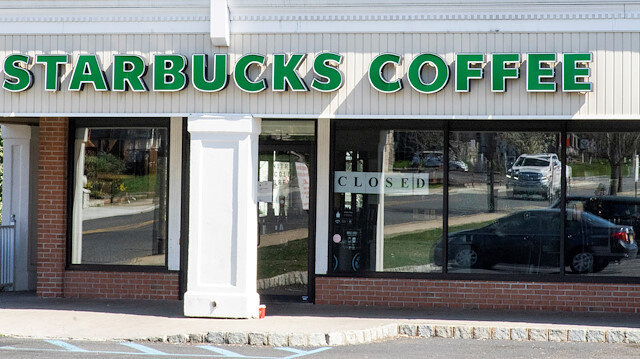 FILE PHOTO: The Starbucks Coffee store is shuttered due to the outbreak of the coronavirus disease (COVID-19) in Matawan, New Jersey, U.S., April 1, 2020 REUTERS/Eduardo Munoz/File Photo