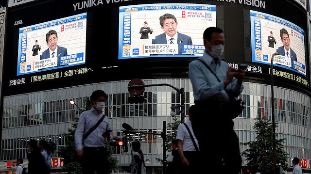 Large screens on a building show live broadcast of Japan's Prime Minister Shinzo Abe's news conference on the lifting of the state of emergency in Tokyo and the remaining 5 areas still under alert for the coronavirus disease (COVID-19) at Shinjuku district in Tokyo, Japan May 25, 2020.