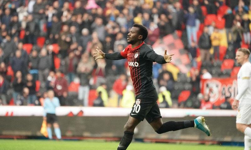 Antep ekibiyle çıktığı 24 maçta 9 gol atarken, 7 de asist kaydetti.
