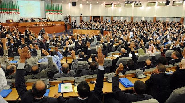 الجزائر تتقشف أكثر.. البرلمان يقر قانون موازنة تكميلي