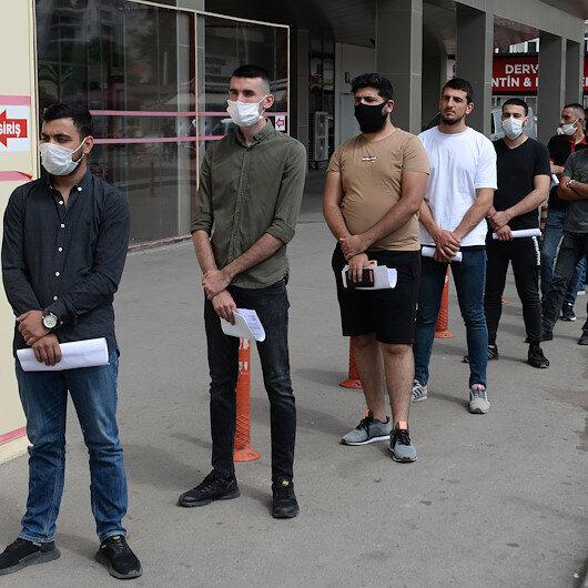 Adana'da asker adaylarına koronavirüs testi: Hastane önünde metrelerce kuyruk oluştu