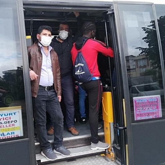 Sosyal mesafe hiçe sayıldı: 14 kişilik minibüsten 30 yolcu çıktı