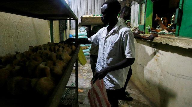 FILE PHOTO: Workers arrange bread for sale at a bakery in Khartoum, Sudan February 16, 2020. Picture taken February 16, 2020. REUTERS/Mohamed Nureldin Abdallah/File Photo