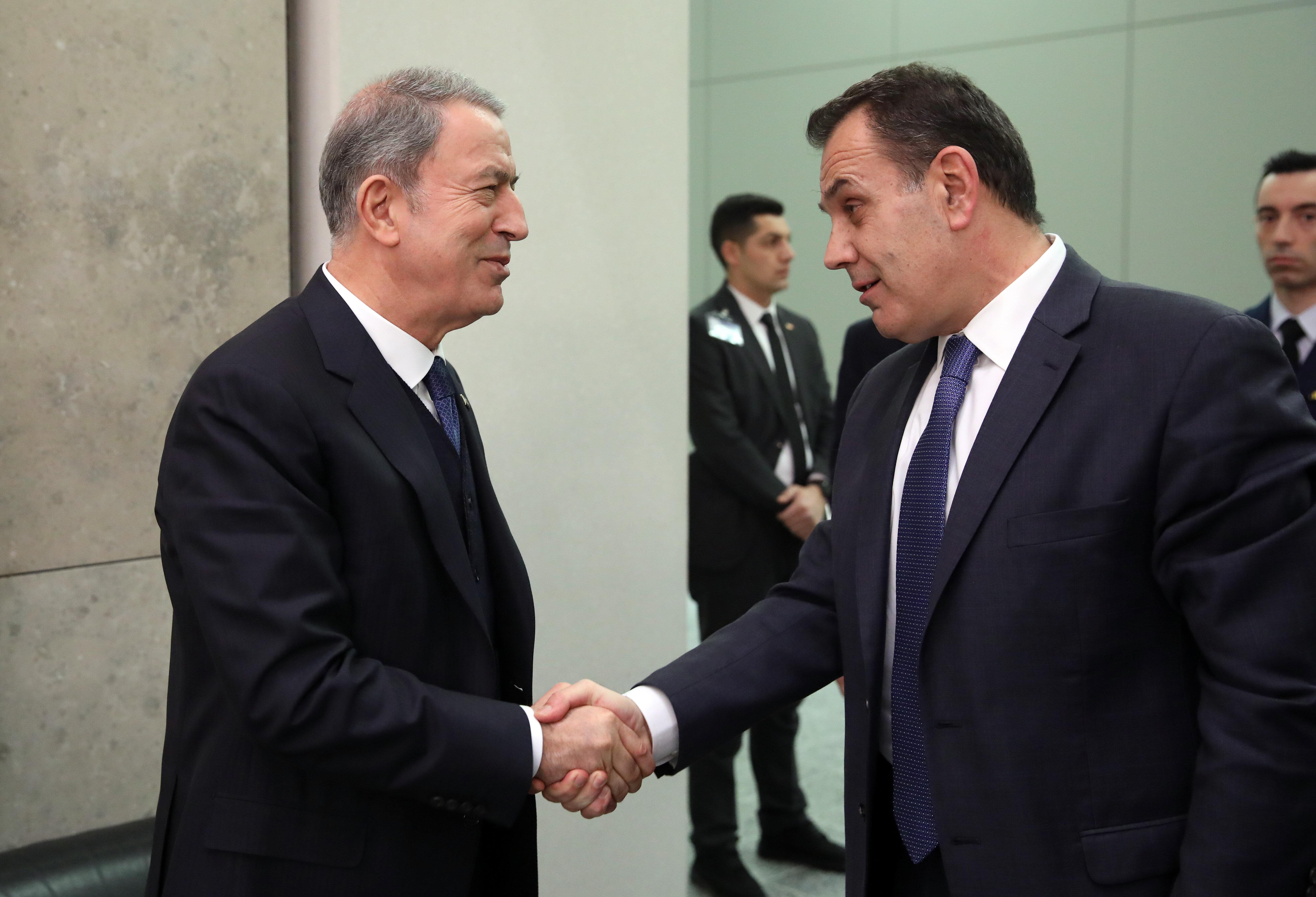 Bakan Akar Yunanistan Savunma Bakanı Nikos Panagiotopoulos ile NATO toplantısında görüşmüştü.