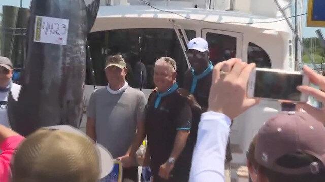 NBA efsanesi Michael Jordan 201 kg'lık balık yakaladı
