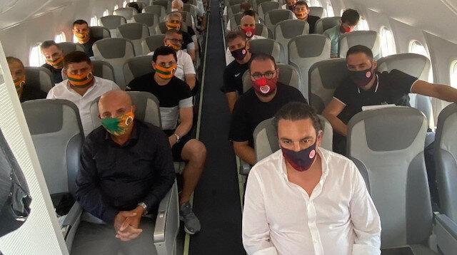 Alanyaspor ve Antalyaspor aynı uçakta İstanbul'a gitti
