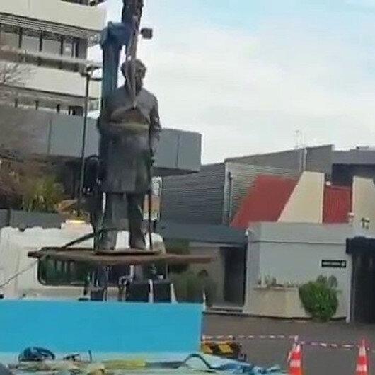 Sömürgecilerin heykelleri tek tek yıkılıyor: Yeni Zelanda'da şehre adı verilen İngiliz subayın heykeli kaldırıldı