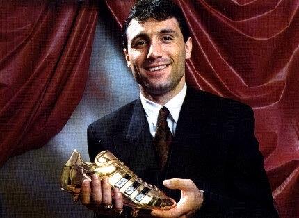 Hristo Stoichkov, 1994 FIFA Dünya Kupası'nda Bulgaristan formasıyla dördüncülük yaşamış ve turnuvada attığı 6 golle gol kralı olmayı başarmıştı.