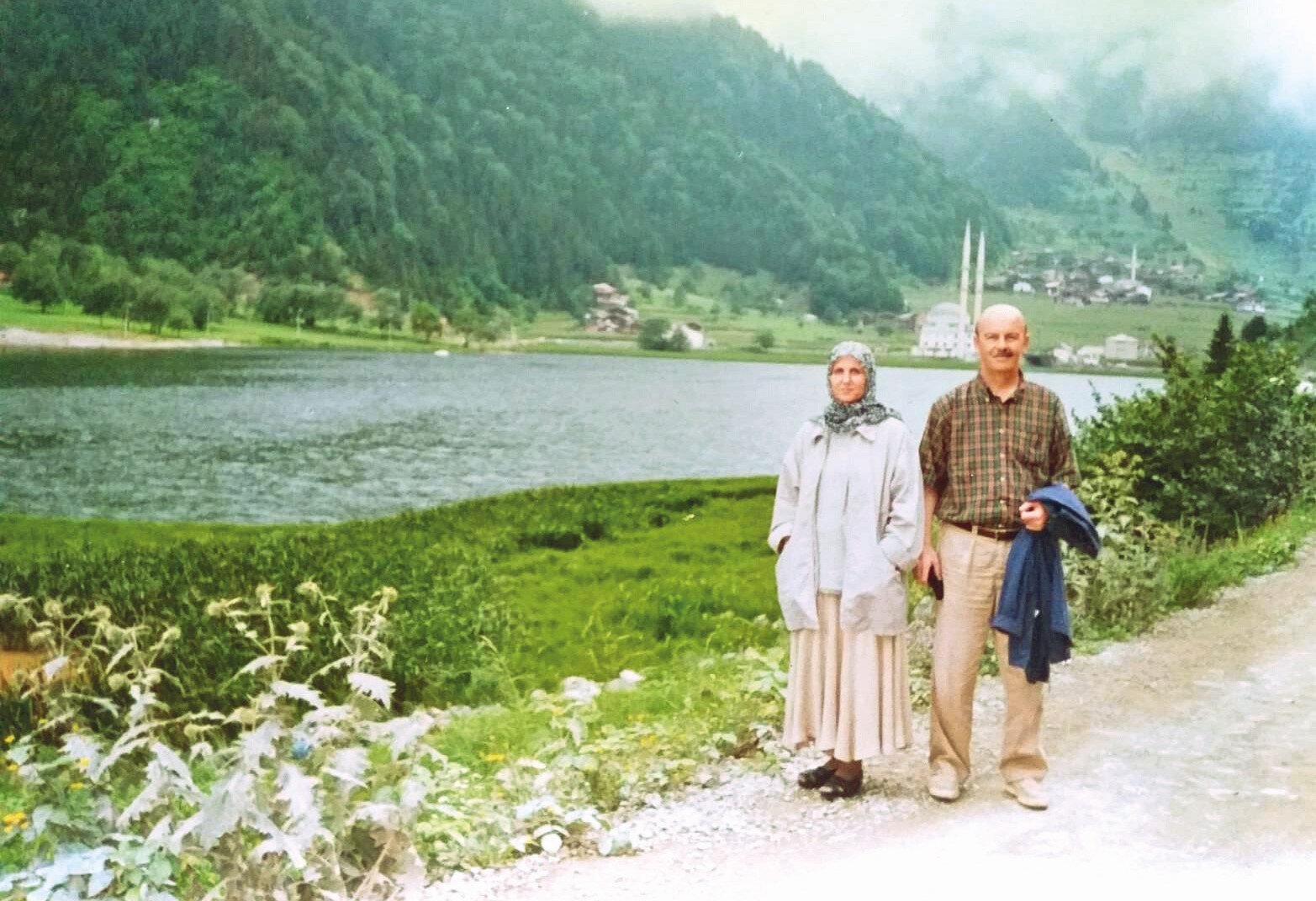 Rize-Uzungöl 1987 Gölün bugünkü fotoğrafını koymak istemedim. Çünkü: Bâ'de harâbi'l-Basra.