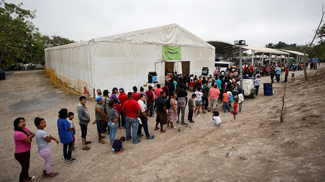File photo: Migrants seeking asylum in the U.S. queue for food at an encampment of more than 2,000 migrants, as local authorities prepare to respond to the coronavirus disease (COVID-19) outbreak, in Matamoros, Mexico March 20, 2020. Picture taken March 20, 2020