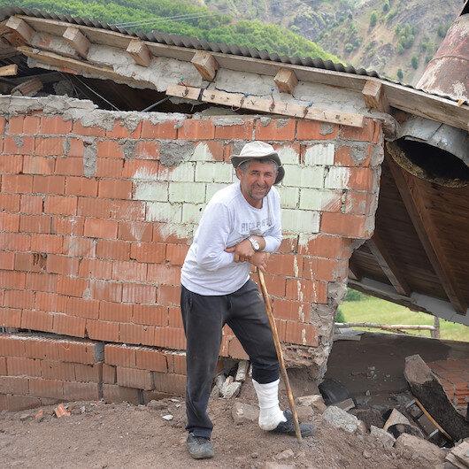 Koronavirüs korkusuyla köyüne geldi: Depremde bacağı kırıldı