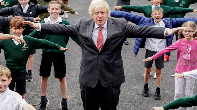 Britain's Prime Minister Boris Johnson practices COVID-19 social distancing with schoolchildren on a visit to Bovingdon Primary Academy in Hemel Hempstead, Britain June 19, 2020. Andrew Parsons/10 Downing Street/Handout via REUTERS