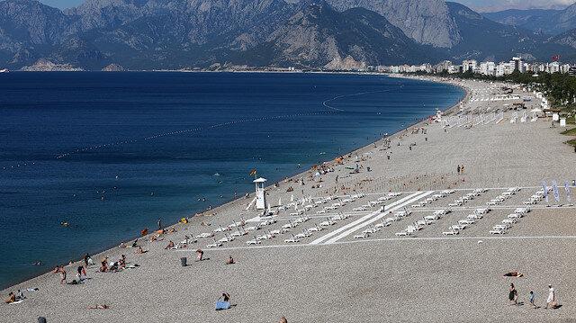 A general view of Konyaalti beach, amid the COVID-19 outbreak, in the southern resort city of Antalya, Turkey June 19, 2020. Picture taken June 19, 2020. REUTERS/Kaan Soyturk