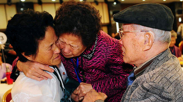 FILE PHOTO: South Korean Kim Sung-bok (R), 90, with an unidentified South Korean family member, meets his daughter Kim Hee-sook (L), 61, during an inter-Korean temporary family reunion at Mount Kumgang resort in North Korea November 3, 2010. Kim Chang-Gil/Korea Pool via REUTERS/File Photo