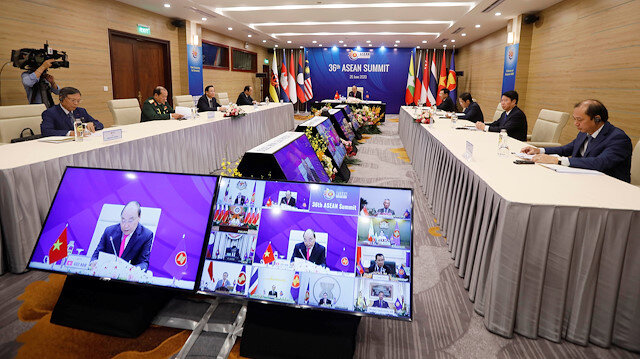 Vietnamese Prime Minister Nguyen Xuan Phuc (C) addresses The 36th Association of Southeast Asian Nations (ASEAN)