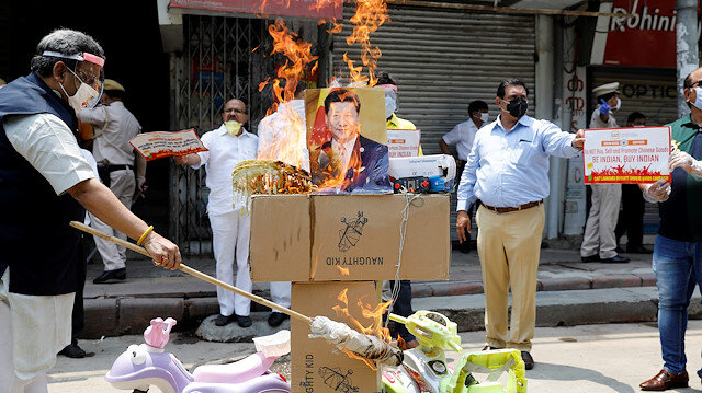 File photo: Demonstrators burn products made in China and a defaced poster of Chinese President Xi Jinping during a protest against China, in New Delhi, India, June 22, 2020.
