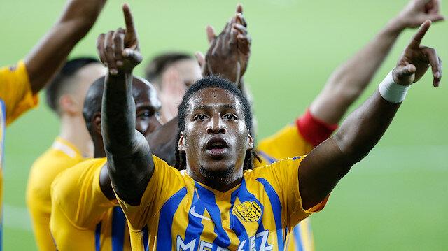 Gerson Rodrigues'in hızı ve rakip savunmayı yıpratan özellikleri öne çıkıyor.
