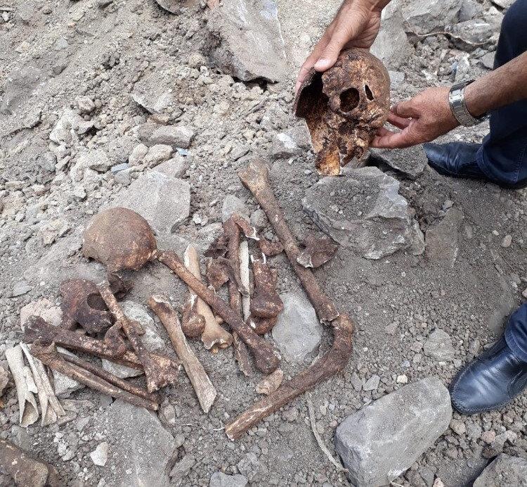 Roma dönemine ait olduğu değerlendirilen lahit mezarların birisinin boş, diğerinin içerisinde ise iki kişiye ait insan iskeletleri bulundu.