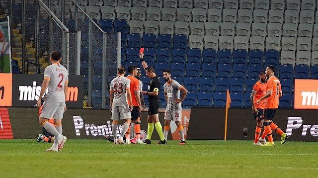 Edin Visca bu sezon 42 karşılaşmada 16 gol ve 13 asistle oynadı.