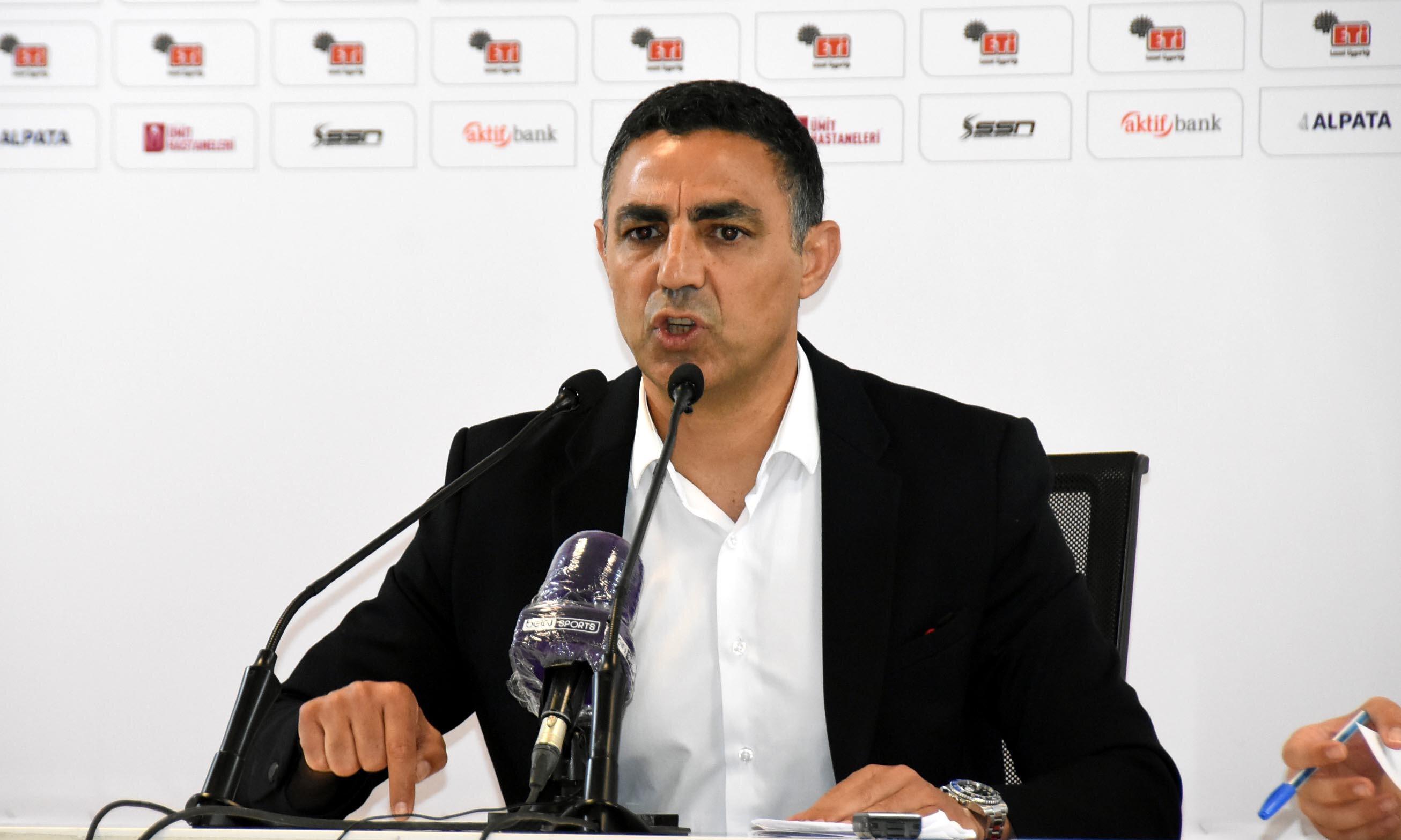 Eskişehirspor Teknik Direktörü Mustafa Özer