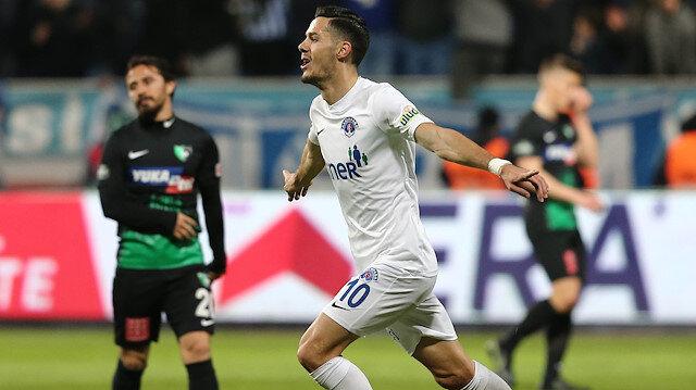 Haris Hajradinovic, Kasımpaşa'da 10 numaralı forma ile mücadele ediyor.