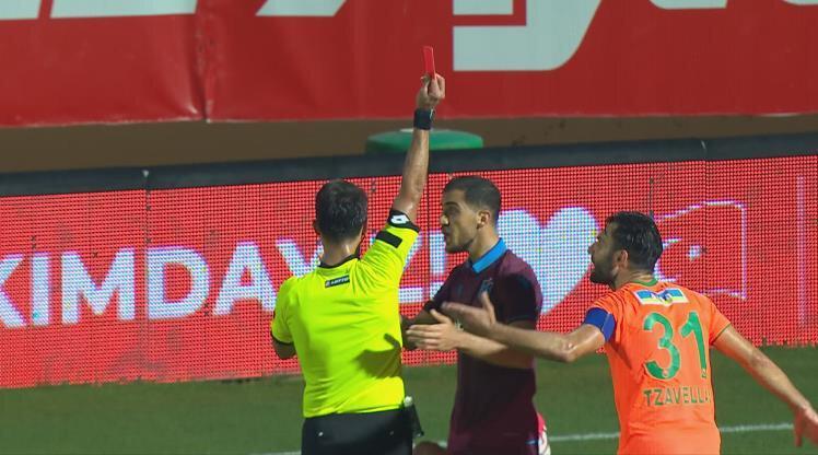 Hosseini, Alanyaspor maçında rakibine yaptığı sert hareket nedeniyle direkt kırmızı kart görmüştü.