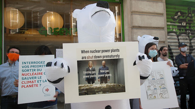 "Members of the group ""The Voices of Nuclear"" demonstrate in reaction to the closure of the Fessenheim nuclear power plant in front of Greenpeace headquarters in Paris, France June 29, 2020. REUTER/Charles Platiau"