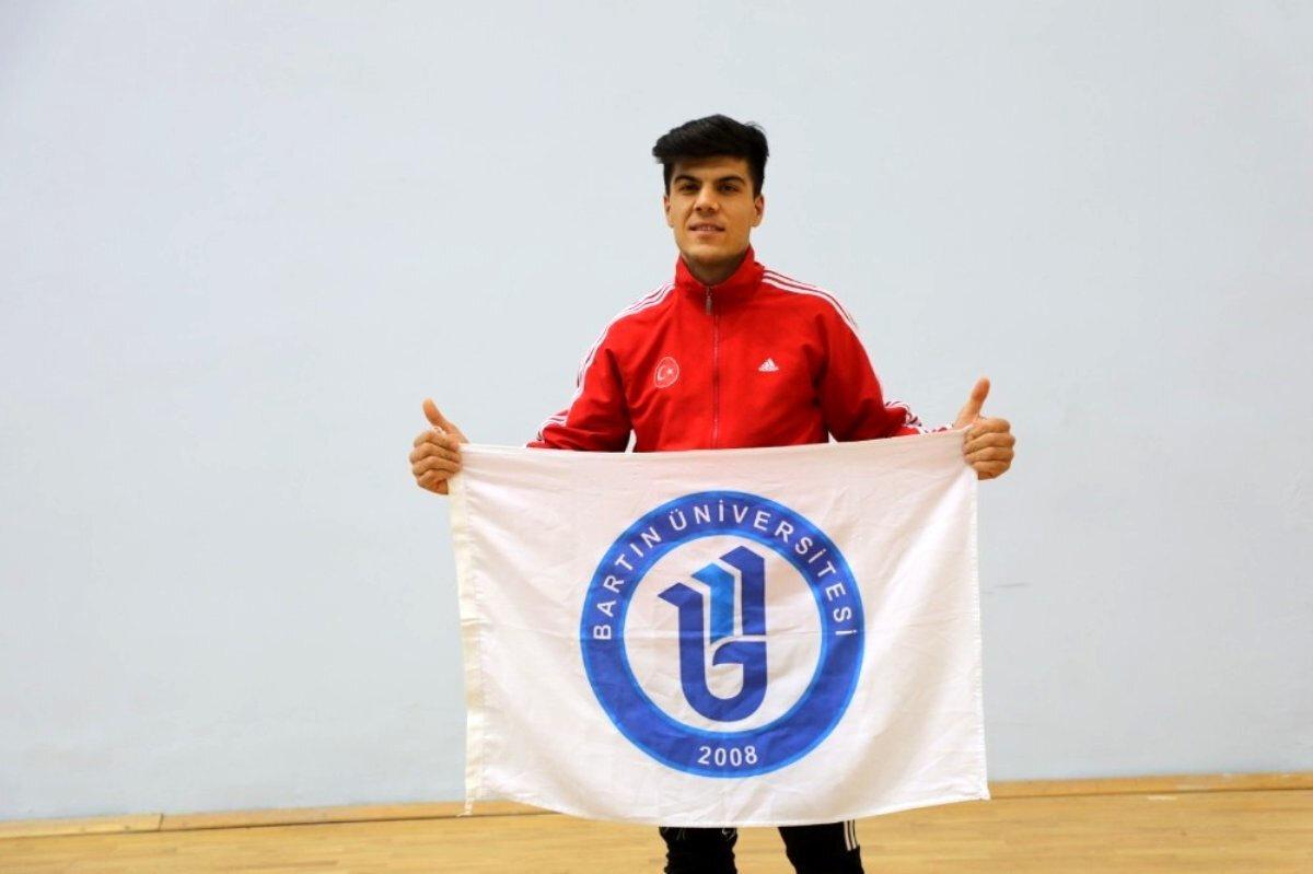Hasan Engin, Bartın Üniversitesi'nde eğitimine devam ediyor.
