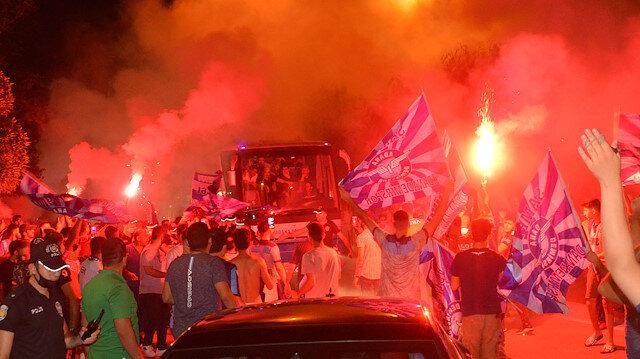 1. Lig'de Adana Demirspor'a şampiyon gibi karşılama