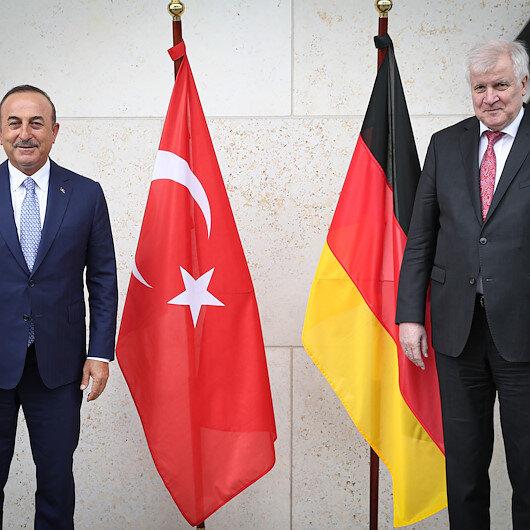 تشاووش أوغلو ووزير الداخلية الألماني يبحثان قضايا مشتركة