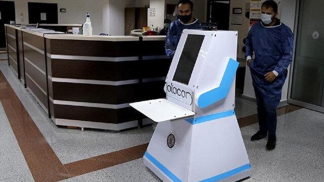 """""""أتاجان"""".. روبوت تركي يعتني بمرضى كورونا"""