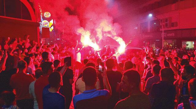 """Trabzon'da bayram: Ligde 35 sezon sonra """"üç büyükler"""" karşısında yenilgi yüzü görmediler"""