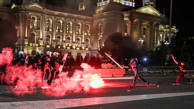 Demonstrators and security forces clash during a protest against a lockdown planned for the capital this weekend to halt the spread of the coronavirus disease (COVID-19) in Belgrade, Serbia July 7, 2020