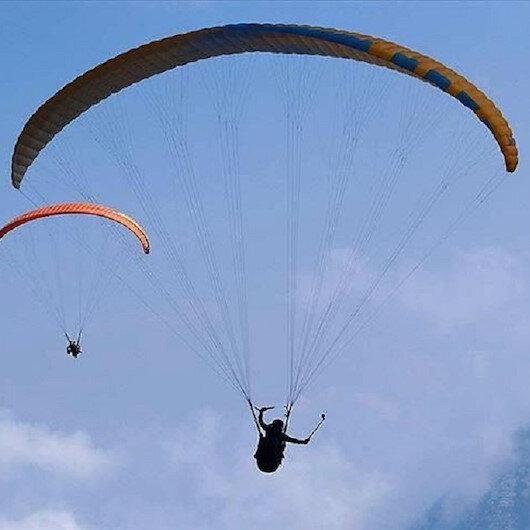 """تركيا: متعة الطيران الشراعي """"بالكمامة"""" لعشاق المغامرة"""
