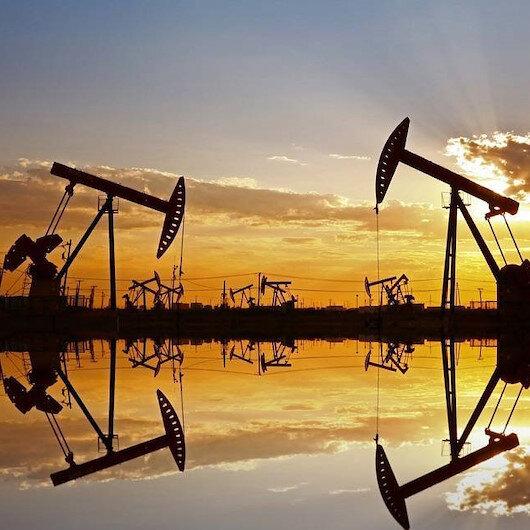 ارتفاع الدولار يعمق خسائر النفط