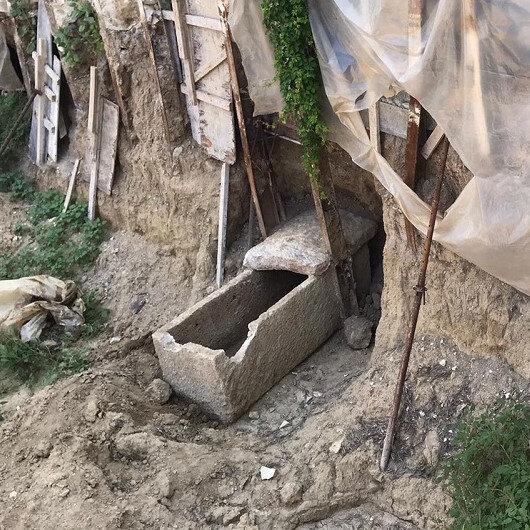 İzmir'de inşaat kazısında tesadüfen bulundu: 2 bin yıllık altın taç ve mezar kalıntıları dikkatleri üzerine çekti
