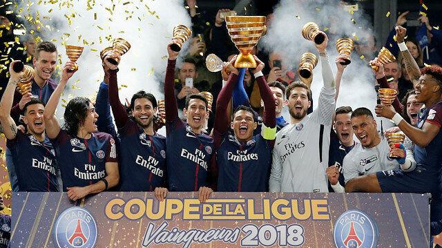 Fransa'da yeni tip koronavirüs salgını nedeniyle 2019-2020 futbol sezonu sonlandırılmış ve lider durumda bulunan Paris Saint-Germain şampiyon ilan edilmişti.