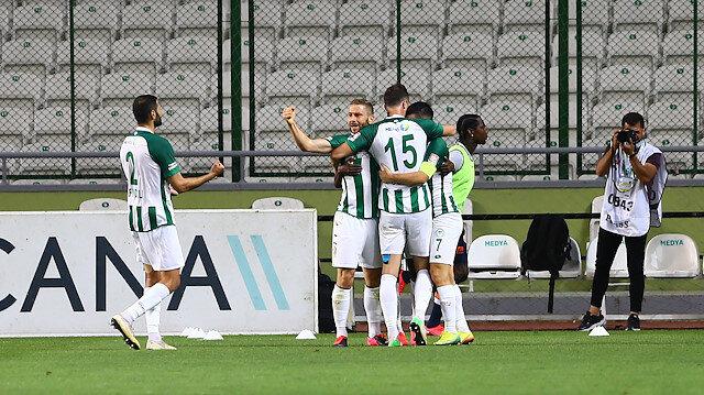 Konyasporlu oyuncuların gol sevinci