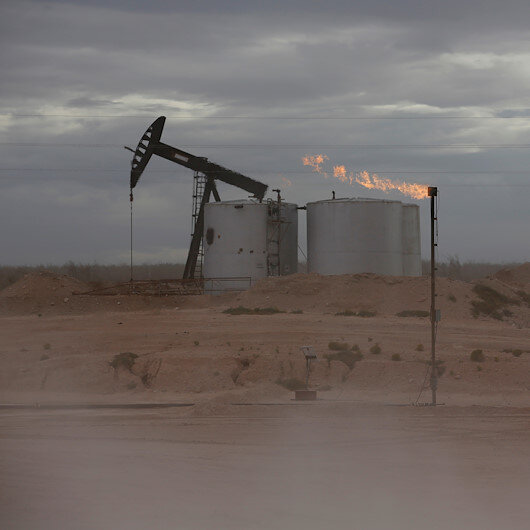 Oil ends rally with forecast rise in US crude stocks
