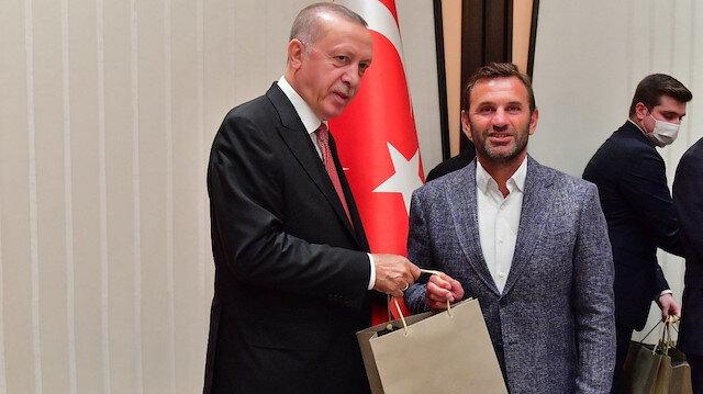 Cumhurbaşkanı Erdoğan'dan Başakşehirli futbolcuya: Daha fazla gol atmanı bekliyordum