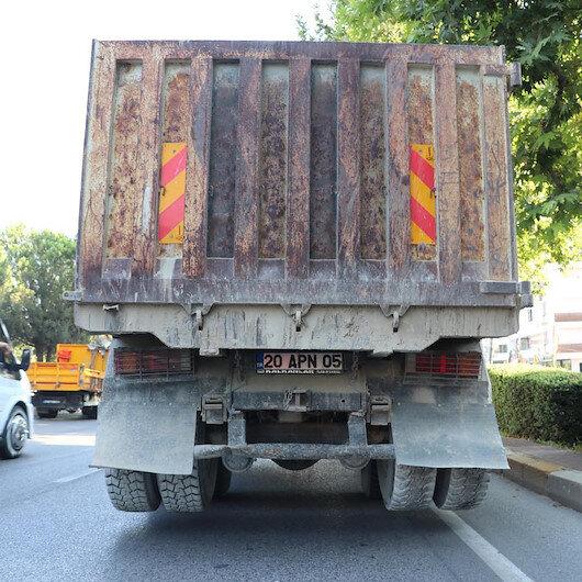 Önünde ve arkasında farklı plaka olan kamyonun şoförüne ceza yağdı