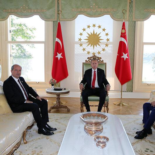 أردوغان يلتقي رئيس وزراء جمهورية شمال قبرص التركية