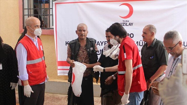 بتمويل تركي.. توزيع لحوم الأضاحي على 3440 أسرة يمنية