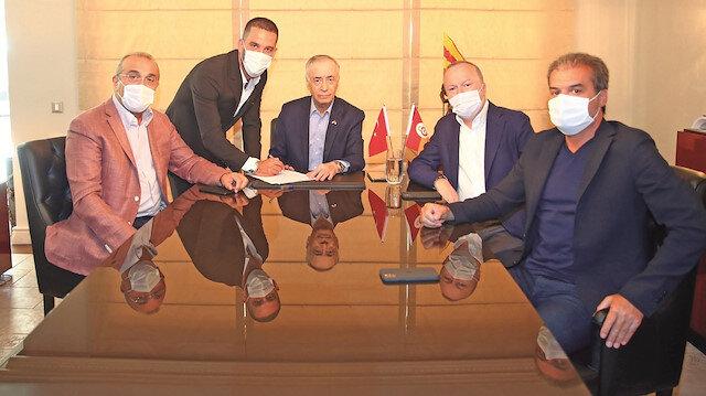 Arda Turan Galatasaray'da: 9 yıl sonra yuvaya döndü