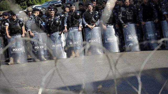 الأمن اللبناني يطلق قنابل غاز على محتجين بمحيط البرلمان
