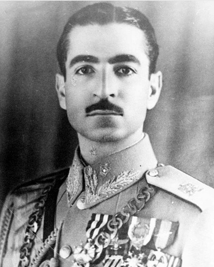 Veliaht prenslik yıllarında Muhammed Rıza Pehlevî.