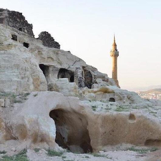 """""""قايا شهير"""".. مستوطنة تاريخية محفورة بالصخور وسط تركيا"""